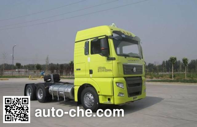 Sinotruk Sitrak dangerous goods transport tractor unit ZZ4256V384HE1LW