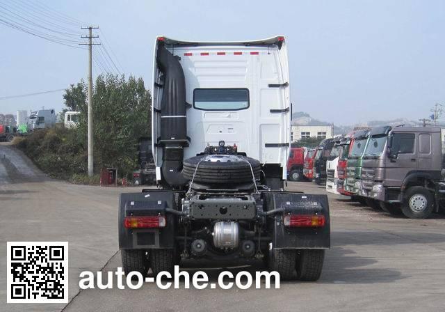 Sinotruk Howo dangerous goods transport tractor unit ZZ4257N324WE1W