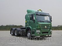 Sinotruk Howo dangerous goods transport tractor unit ZZ4257N3247D1W