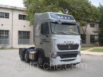 Sinotruk Howo dangerous goods transport tractor unit ZZ4257V26FHD1W